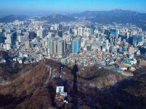 Vuoria Soulin kaupungin ympärillä, Etelä-Korea.