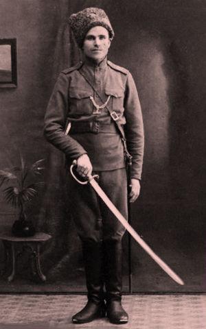 Punakaartilainen venäläisen sotilaan puvussa