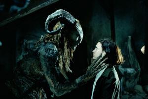 Pan´s Labyrinth -elokuvan Fauni (Doug Jones) ja Ofelia (Ivana Baquero).