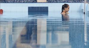 Margarita Mamun uima-altaassa