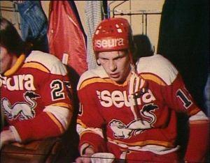 Oulun Kärpät pelasivat 70-luvulla punaisilla pelipaidoilla.
