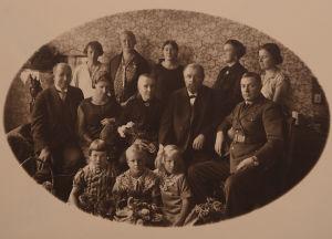 Vääinö Pesolan vanhempien perhe 1932