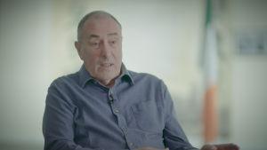 Derrystä kotoisin oleva Mitchel McLaughlan on tasavaltalaisen Sinn Féin puolueen veteraanipolitiikkoja.