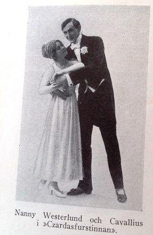 Skådespelarna Nanny Westerlund och Ragnar Hyltén-Cavallius på ett foto ur Alma Söderhjelms bok Min värld band 3 (1931).