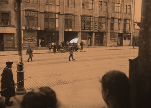 Antautuja Siltasaarenkadulla 13.4.1918.