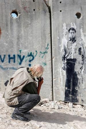 Josef Koudelka kuvaamassa Israelin ja Palestiinan rajamuuria