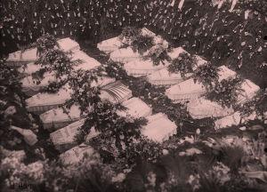 Valkoisten arkkuja huhtikuussa 1918.