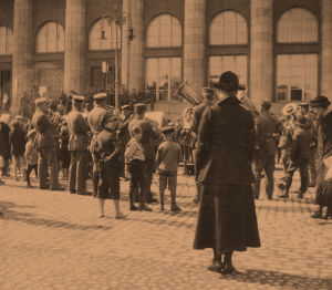 Saksalainen sotilassoittokunta esiintyy Helsingissä keväällä 1918.