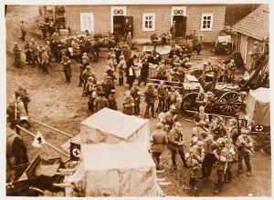 Pataljoonan kuormasto saapumassa Liimatan kartanoon 28.4.1918 lähellä Viipuria.
