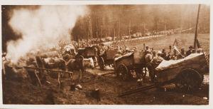 Valkoisten kuormasto lepuuttaa hevosia Viipurin lähellä 29.4.1918.