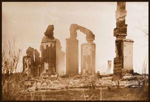 Punaisten polttaman Kilpijoen (Kilpeenjoen?) kartanon rauniot 26.4.1918.