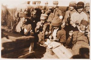 Valkoisia evästauolla 1918.