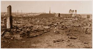 Viipuri, Patterinmäki. Räjähtäneitten ampumatarvevarastojen jäännöksiä 29.4.1918.