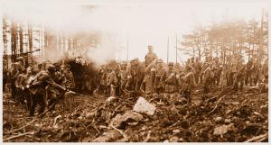 Vakoisten joukot maan tasalle poltetun punaisten vahtituvan ympärillä Viipurin laidalla 29.4.1918.