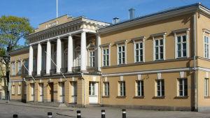 Åbo Akademis huvudbyggnad vid Domkyrkotorget i Åbo.