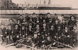 """""""Vanha Parviainen"""" -tehtaan punakaartilaisten osasto Pietarissa huhtikuussa 1919."""