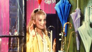 Catherine Deneuve elokuvassa Cherbourgin sateenvarjot