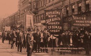 Mensevikkien mielenosoitus 18.6.1917 Pietarissa.