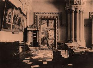 Hajotettu Talvipalatsin goottilainen sali lokakuun vallankumouksen jäljiltä 1917.