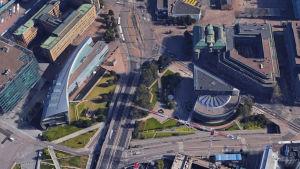Skärmdump på flygfoto på början av Mannerheimvägen i Helsingfors från Google Maps.