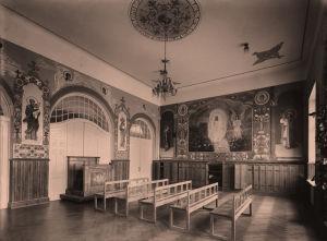 Uskonnonopetussali Aleksanterin kymnaasissa eli venäläisessä lyseossa Helsingissä 1910-luvulla.