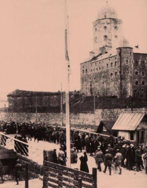 Viipurin linnan edustalla olevalla sillalla valkoisten valtaamassa kaupungissa 29. huhtikuuta 1918.
