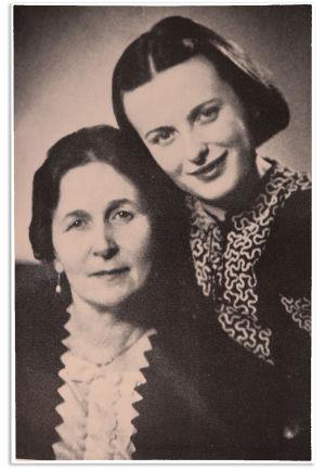 Alma ja Sinikka Kuula 1941.