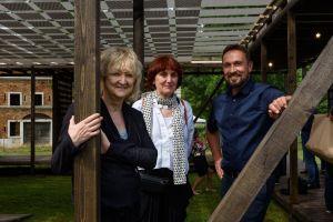 Venetsian biennaalin kuraattorit Shelley McNamara, Yvonne Farrell ja Sami Rintala