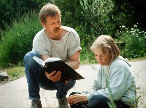 Ohjaaja Raimo O. Niemi ja Paavo Westerberg, joka esittää Tomia Susikoira Roissa.