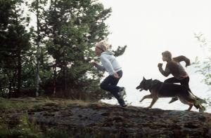 Paavo Westerberg, joka esittää Tomia ja Miza Oinonen, joka esittää Ranea sekä suisikoira Roi.