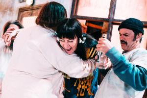 Mielisairaalan potilaan juhlivat. Kuvassa Wanda Dubiel ja Robin Svartström.