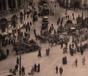 Venäläisten sotainvalidien mielenosoitus ja kulkue Pietarissa huhtikuussa 1917.