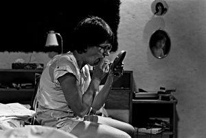 Tuija (Tuija Ernamo) tv-sarjassa Sisko ja sen veli (1985).