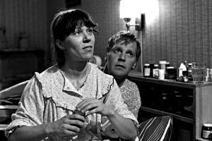 Tuija (Tuija Ernamo) ja Immu (Ilmari Saarelainen) tv-sarjassa Sisko ja sen veli (1985).