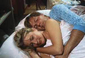 Immu (Ilmari Saarelainen) ja Ulpu (Ritva Jalonen) tv-sarjassa Sisko ja sen veli (1985).