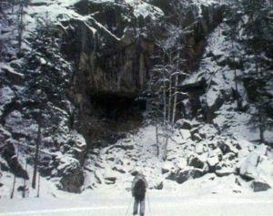 Koloveden järviä reunustavat jylhät kalliot.