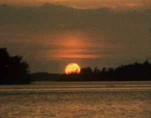 Auringonlasku Koloveden kansallispuistossa.