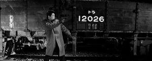 Intensiivinen loppuselvittely käydään ratapihalla Seijun Suzukin elokuvassa Tähtäimessä vankiauto