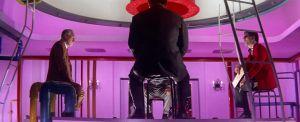 Bisneksiä hoidetaan Seijun Suzukin elokuvassa Tokion rakkikoira