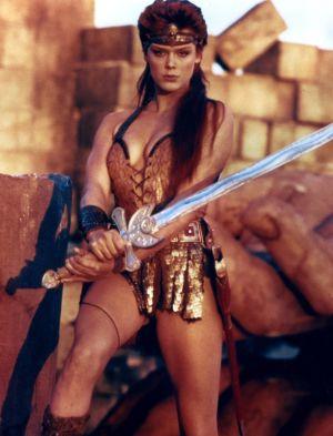 Sammabiten kvinna med svärd