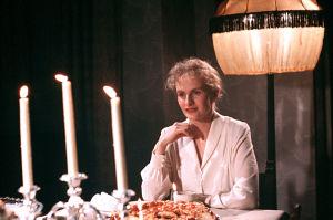 Sara Paavolainen Huojuvassa talossa (1988).