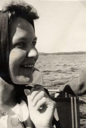 Kuopion aluetoimittaja Mirja Karjalainen juttumatkalla 1969