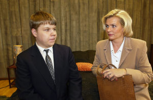 Hannes Suominen ja Pirkko Hämäläinen Tuulikaappimaassa (2003).