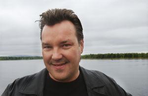 Juha Veijonen Tuulikaappimaassa (2003).