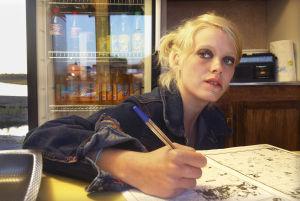 Laura Birn Tuulikaappimaassa (2003).