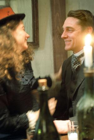 Cécile Orblin (Louise) ja Ville Virtanen (Juhani Aho) tv-draamassa Venny (2003).