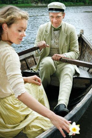 Marjaana Maijala (Aino Järnefelt) ja Ville Virtanen (Juhani Aho) tv-draamassa Venny (2003).