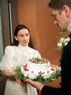 Miina Turunen (Tilly Soldan) ja Ville Virtanen (Juhani Aho)  tv-draamassa Venny (2003).