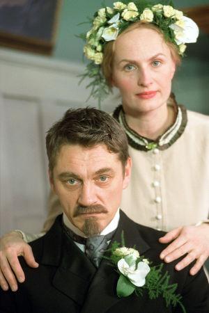 Ville Virtanen (Juhani Aho) ja Sara Paavolainen (Venny Soldan)  tv-draamassa Venny (2003).