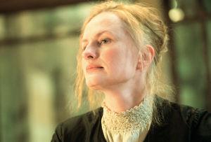 Sara Paaavolainen (Venny Soldan)  tv-draamassa Venny (2003).